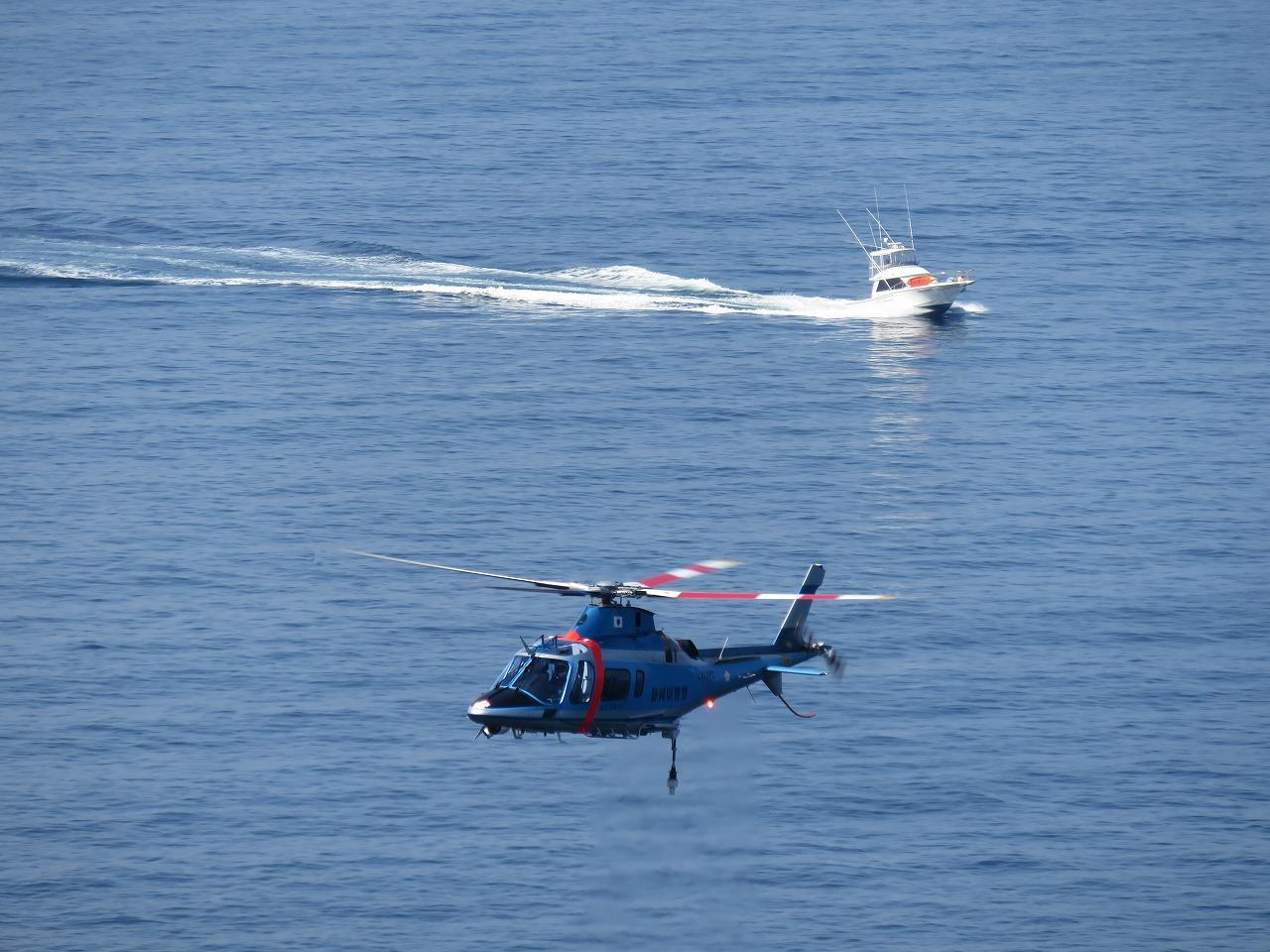 船とヘリコプター