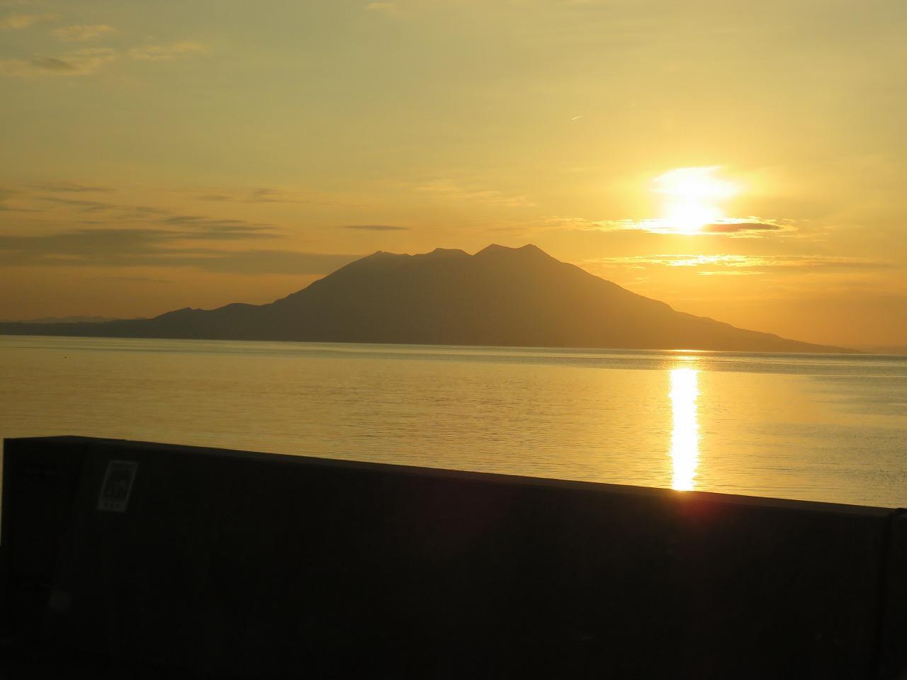 夕陽の桜島