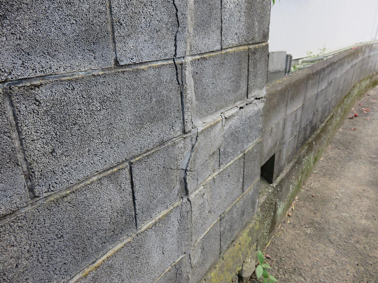 避難路の塀
