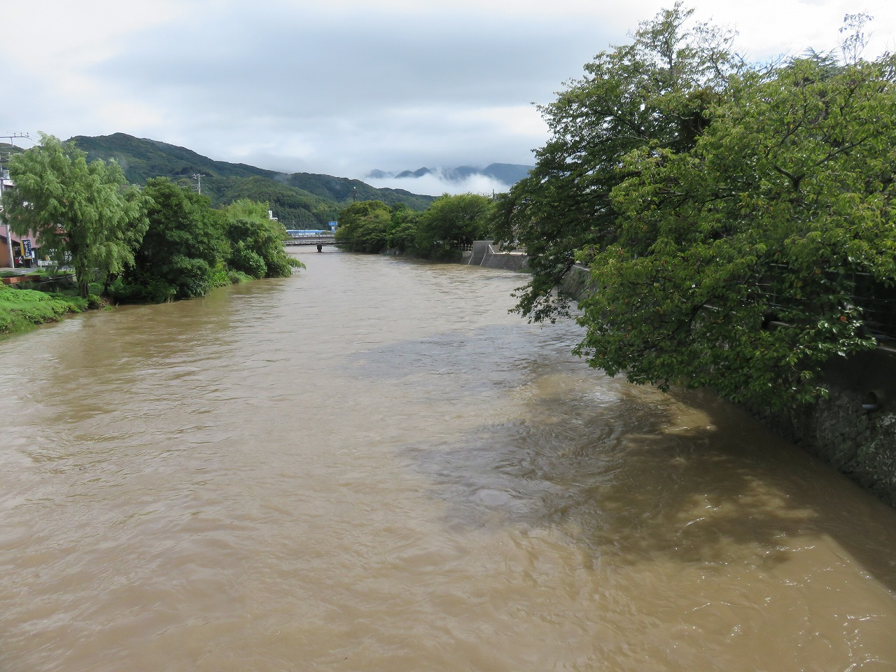 濁流の那賀川