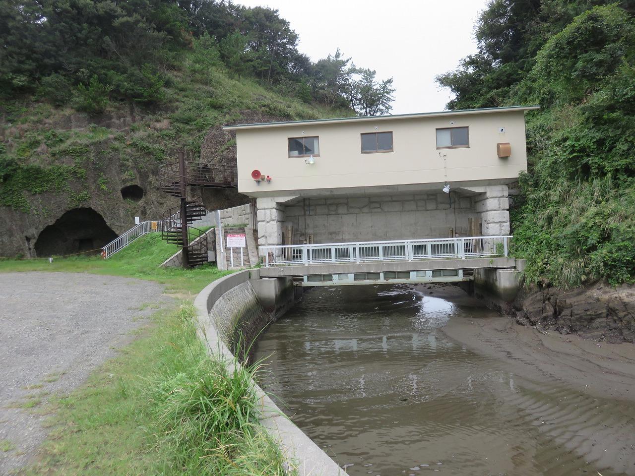 弁天島の水門
