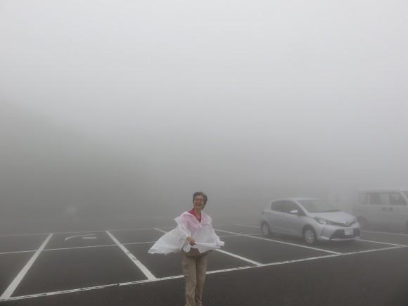 外輪山は霧のなか