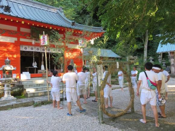 伊那下神社では違う区の人々
